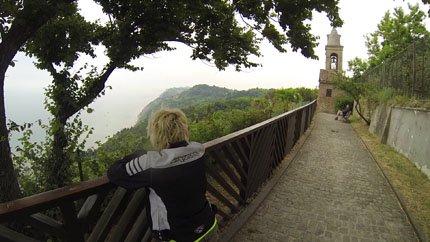 panoramica di Valentino Rossi Fiorenzuola di focara