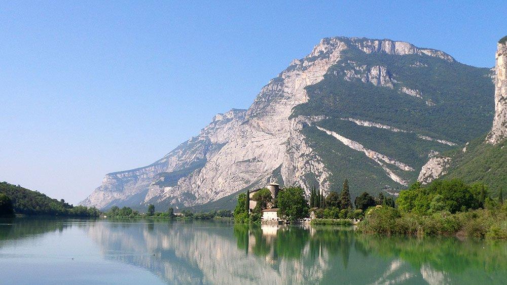 verso la val Gardena , panorama lagoi di Toblino