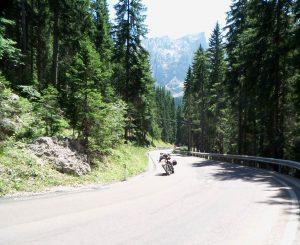 moto in strada verso lo Sciliar