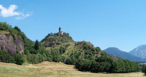 panorama monti con chiesetta