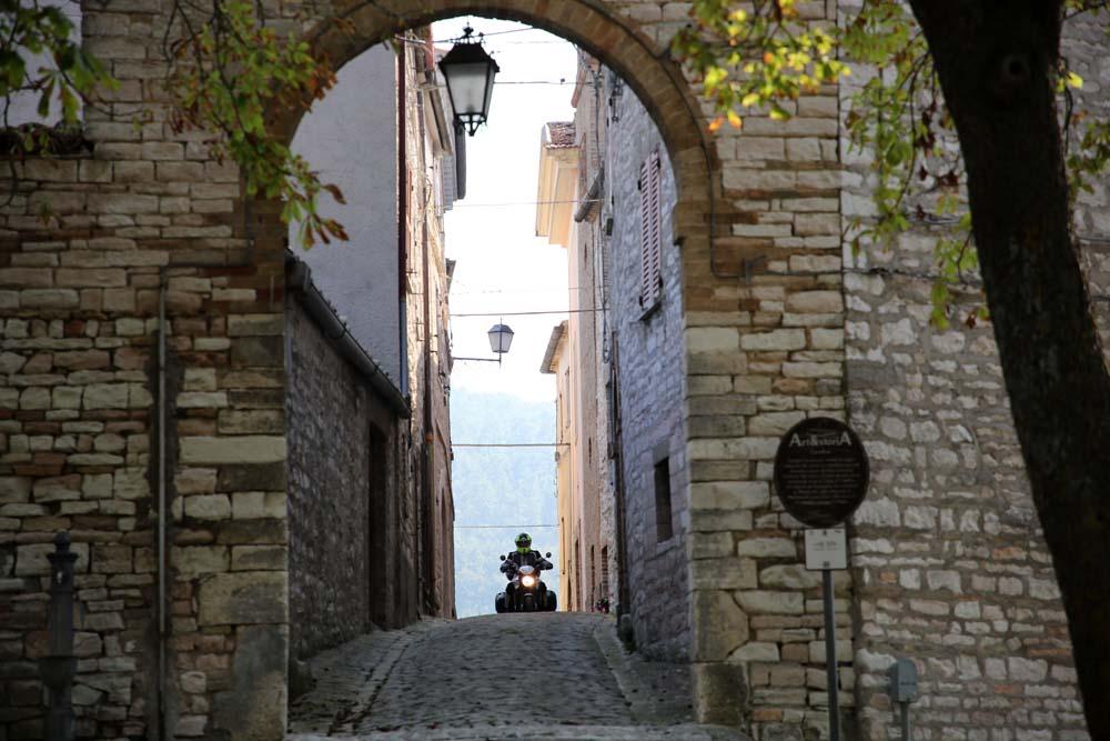 moto nel borgo di Caudino